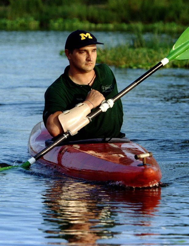 one handed paddling